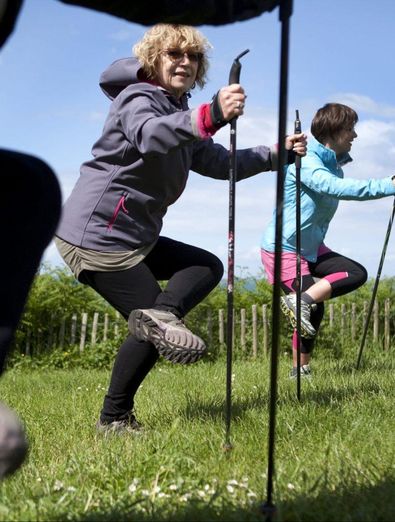 Photo d'adeptes de la Marche nordique de Sports Pour Tous au chef de l'Isle