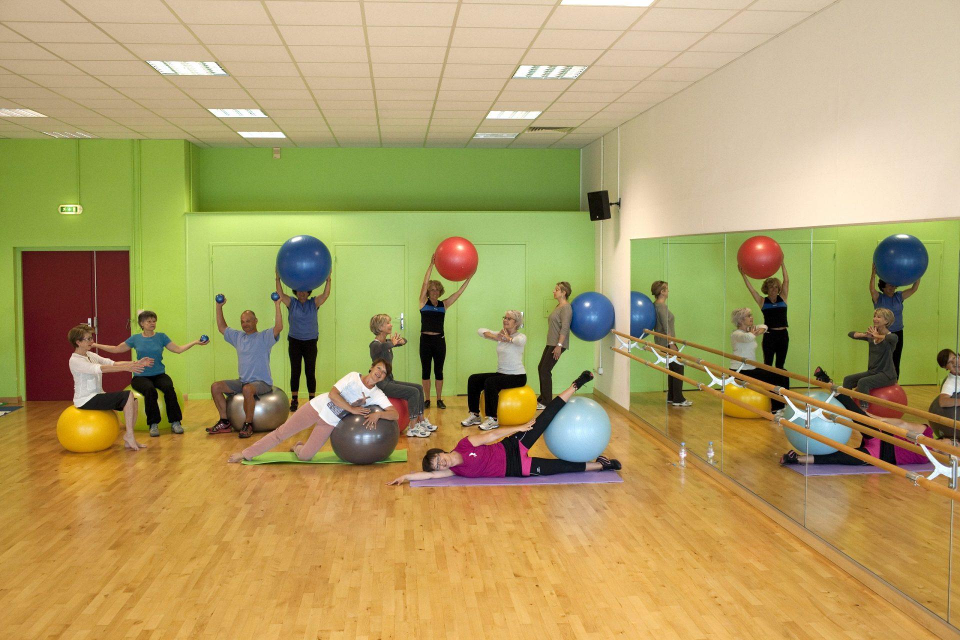 Photo d'un Cours de Ballon Suise a Sports Pour Tous